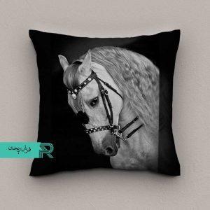 کوسن مخمل طرح صورت اسب سفید در زمینه سیاه قابل شستشو