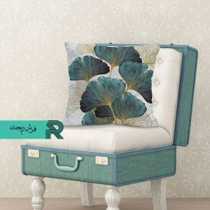 کوسن مخمل طرح پرادا برگ سبز با گلهای طلایی و زمینه سفید